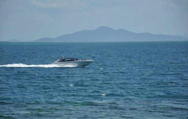В Таиланде 20 туристов прыгнули в море из-за внезапного пожара на моторной лодке
