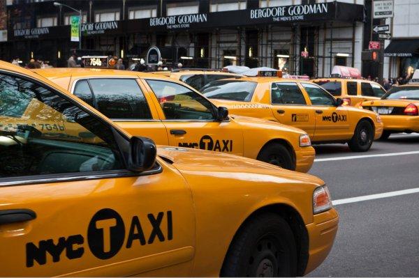 Сервис такси Lyft оставил позади Uber по числу скачиваний в AppStore