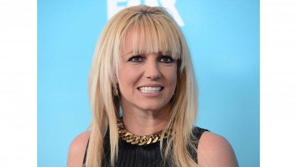 На концерте в Лас-Вегасе у Бритни Спирс выпала грудь из платья