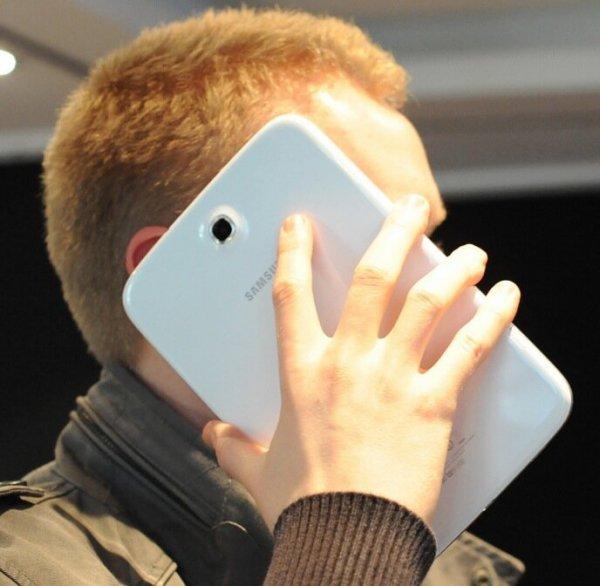 Доля продаж смартфоном с большим дисплеем в России выросла до 50%