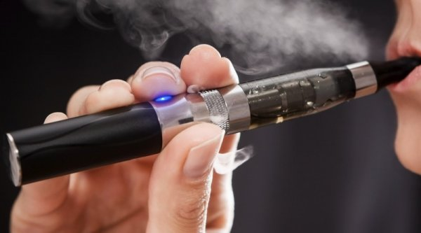 Электронные сигареты безопаснее обычных - ученые