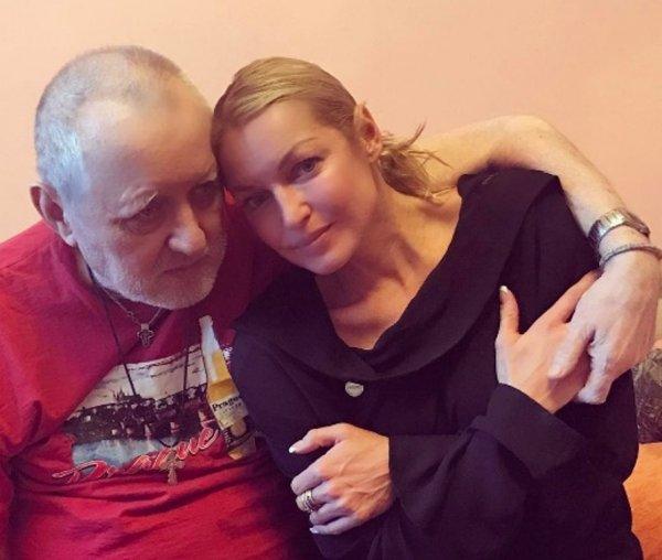 Анастасия Волочкова выложила фото со своим отцом