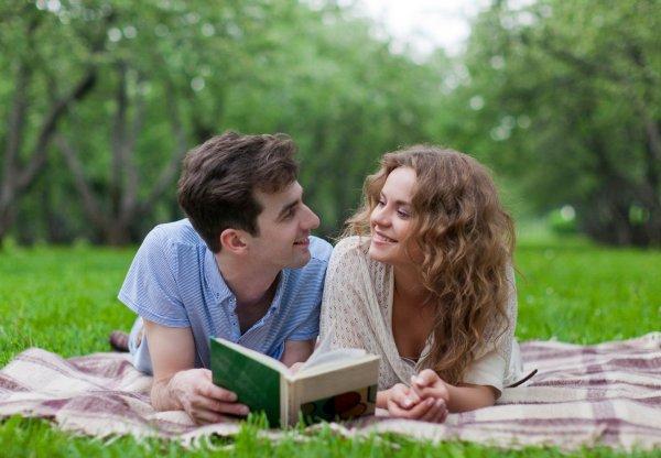 Ученые объяснили, почему мужчины читают хуже, чем женщины