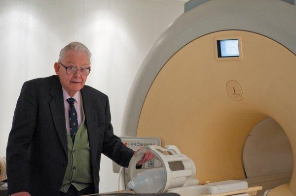 Скончался Питер Мэнсфилд – создатель метода МРТ