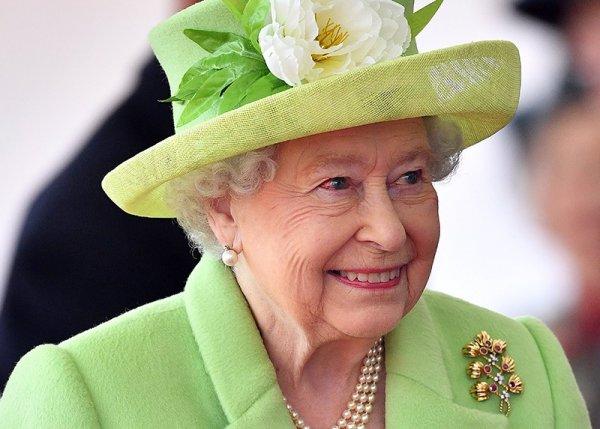 Елизавета II ищет специалиста для ведения своей странички в Twitter
