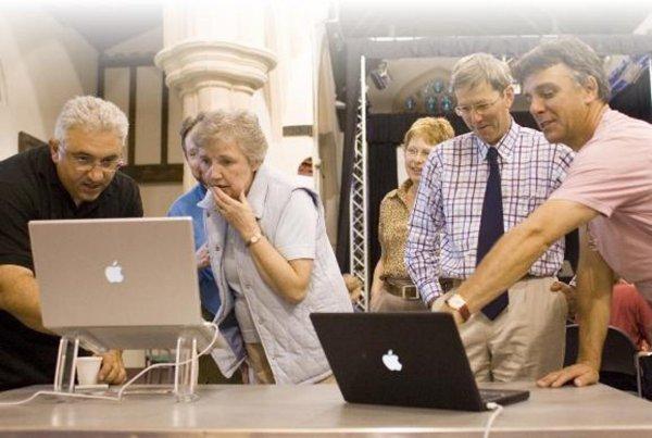 Российские пользователи Mac чаще других заводят романтические отношения через соцсети