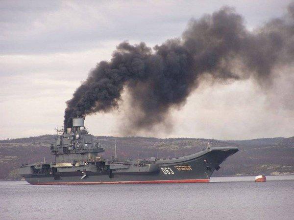 "Командир ""Адмирала Кузнецова"" объяснил дым, исходящий от авианосца"