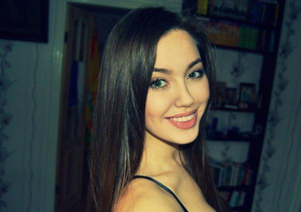 Фанаты Дмитрия Тарасова оскорбляют его новую девушку