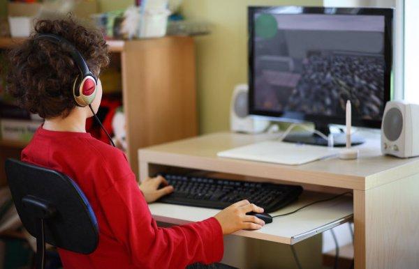 Ученые: Мальчики чаще девочек попадают в зависимость от интернет-игр