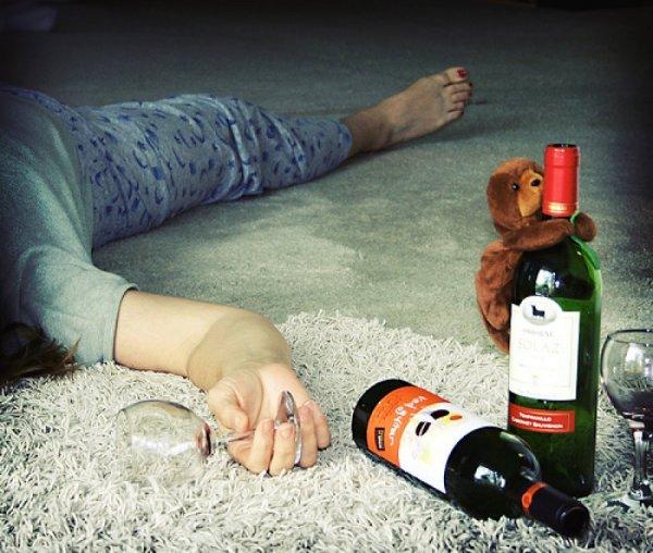 Ученые: От нехватки секса женщина становится алкоголичкой