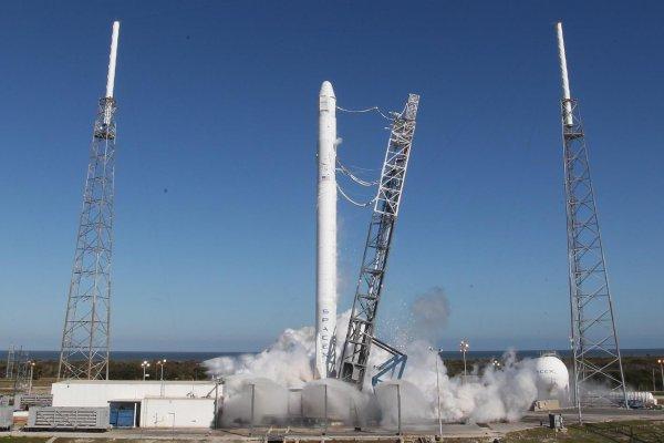В последние несколько секунд SpaceX отменила запуск космического корабля с грузом для МКС