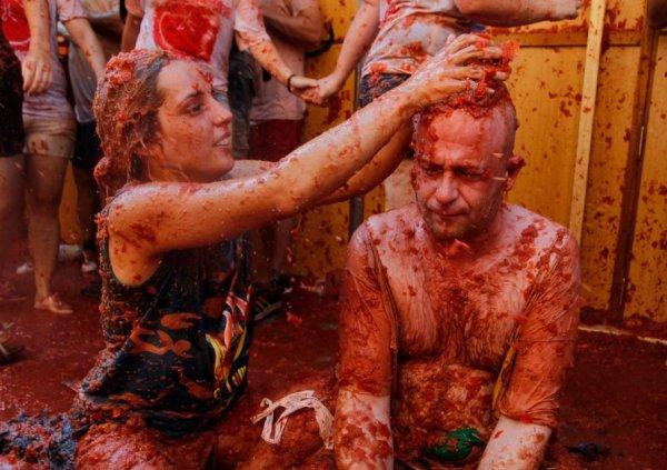 Участники фестиваля в Чили устроили томатную войну