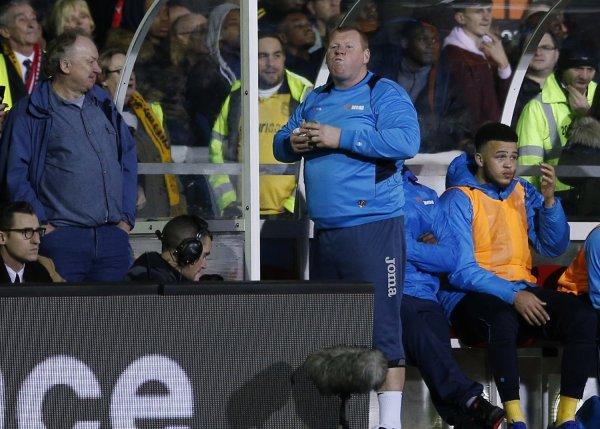 Вратаря «Саттон Юнайтед» могут дисквалифицировать за еду во время матча