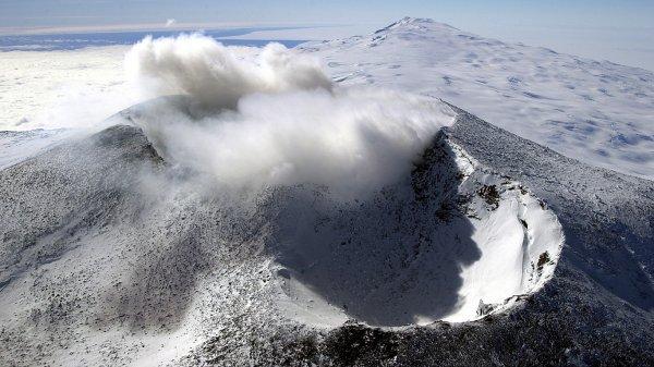 Вулкан в Антарктиде может оказаться порталом в другой мир