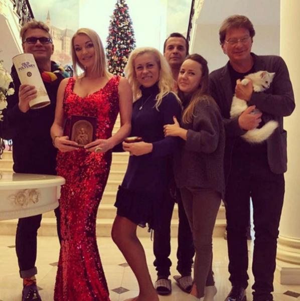 Анастасия Волочкова рассказала о романтических чувствах с актером Сергеем Астаховым