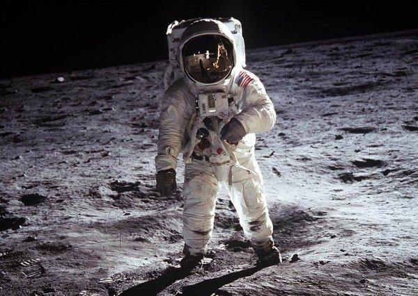 SpaceX хочет отправить туристов на экскурсию по Луне