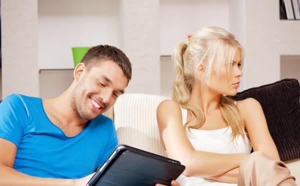 Ученые раскрыли секрет, как восстановить отношения после измены в Интернете