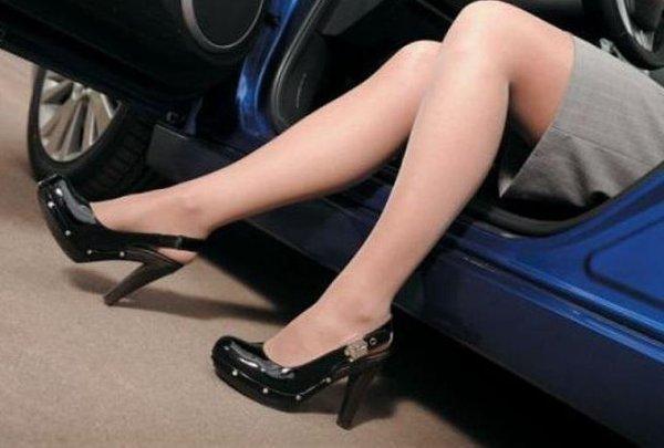 В США разъяренная автоледи избила женщину на дороге