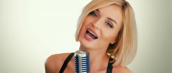 Полина Гагарина сняла клип на песню «Стану солнцем» с кадрами из семейного архива