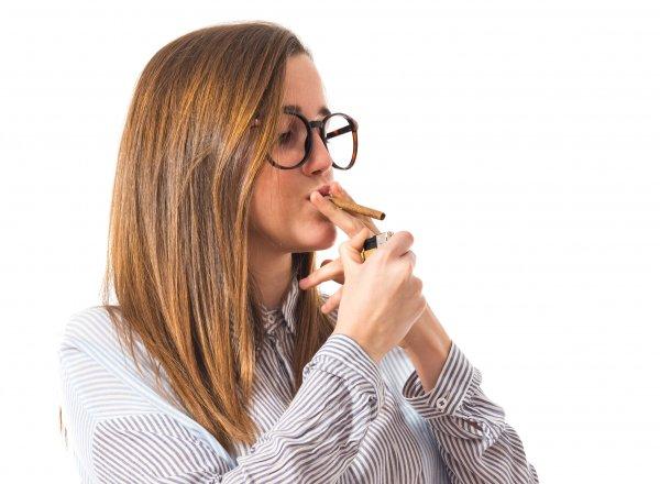 Ученые нашли связь между курением и слепотой