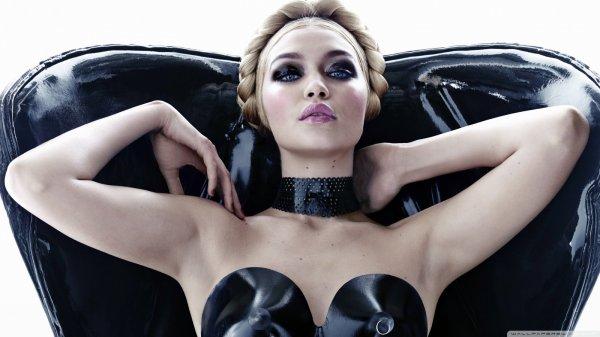 Джиджи Хадид сняла своего парня для Versus Versace