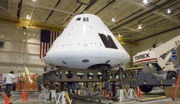 NASA успешно испытала парашютную систему корабля Orion
