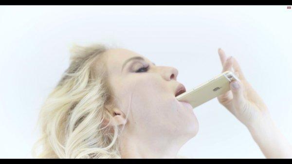 В рамках борьбы с раком шейки матки в сети проходит флешмоб #singingpussy
