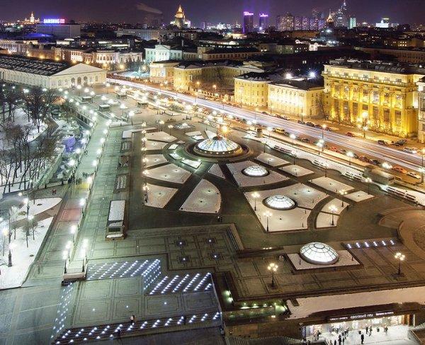 На Манежной площади в Москве заменят гранитную плитку