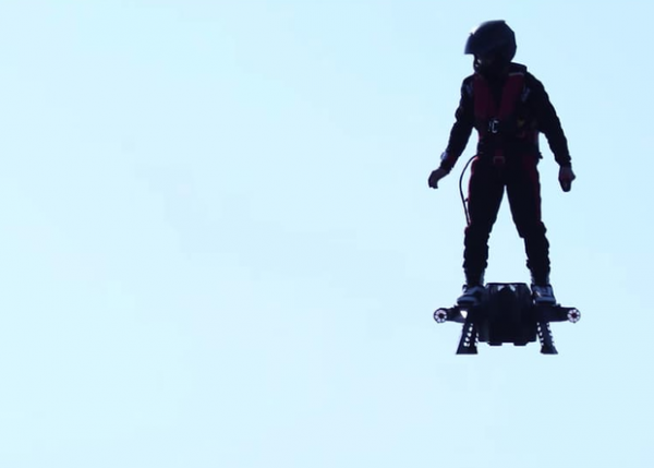 Изобретателю ховерборда грозят тюрьмой за полеты в небе
