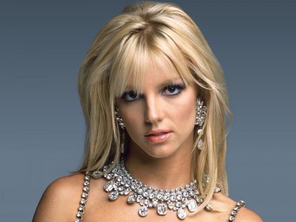 Дефиле Бритни Спирс для поклонников вызвало ажиотаж в сети