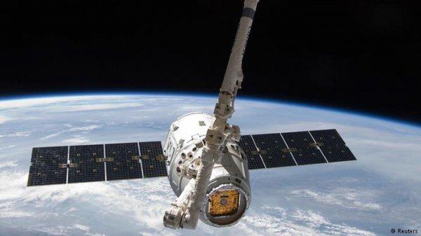 Космический корабль Dragon отправляется на Землю