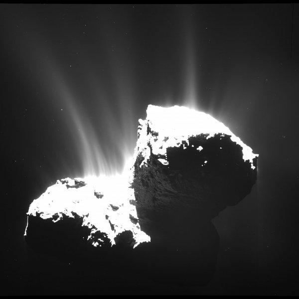 Ученые: Комета Чурюмова-Герасименко разваливается на части
