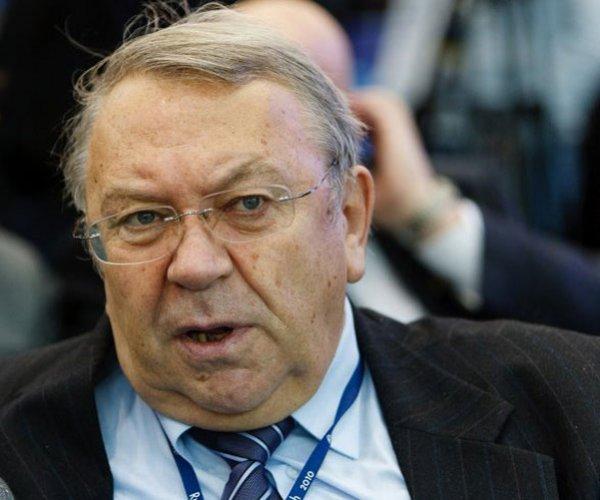 Фортов впервые после лечения прибыл на заседание президиума РАН