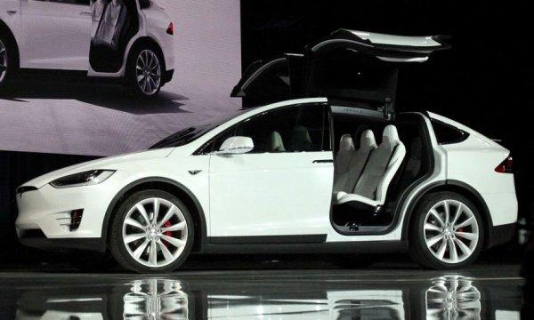 Tesla презентовала новую модель внедорожника Model X P90D