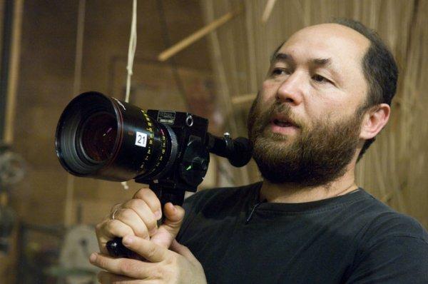 Тимур Бекмамбетов приедет в Екатеринбург, чтобы представить фильм «Время первых»