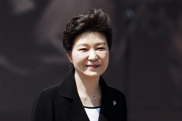 Экс-президента Южной Кореи Пак Кын Хе взяли под стражу