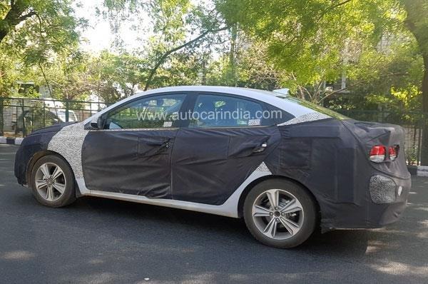 В сети появились шпионские фото обновленного Hyundai Verna