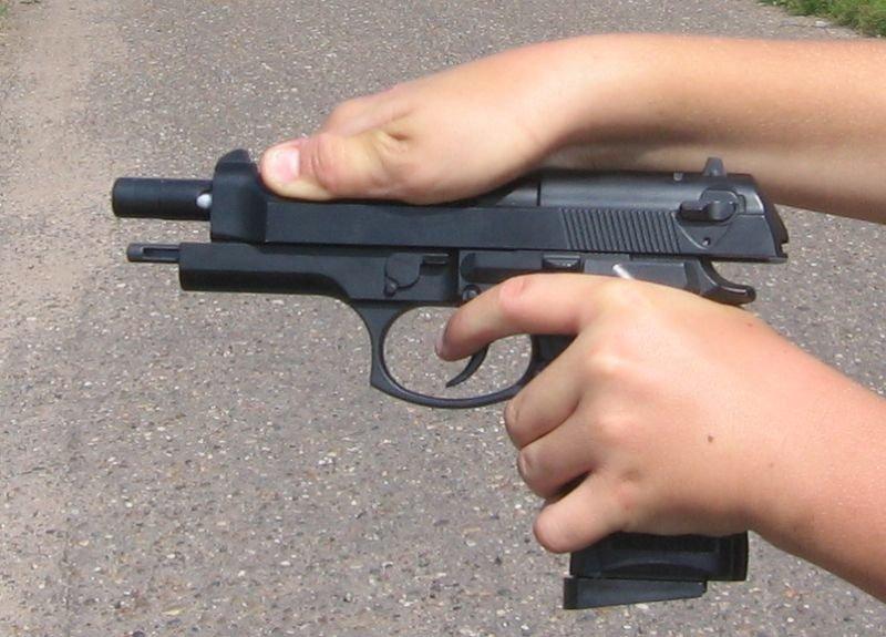 ВКанаде 12-летний парень  случайно застрелил сверстника