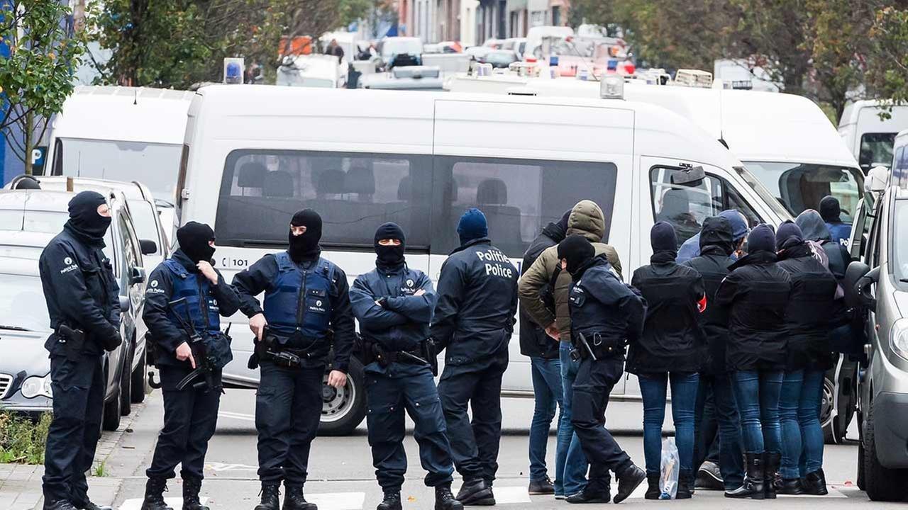 ВБельгии всвязях стеррористами подозреваются практически  19 тыс.  человек