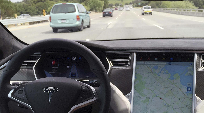 Автовладельцы Tesla судятся скомпанией занекачественный автопилот
