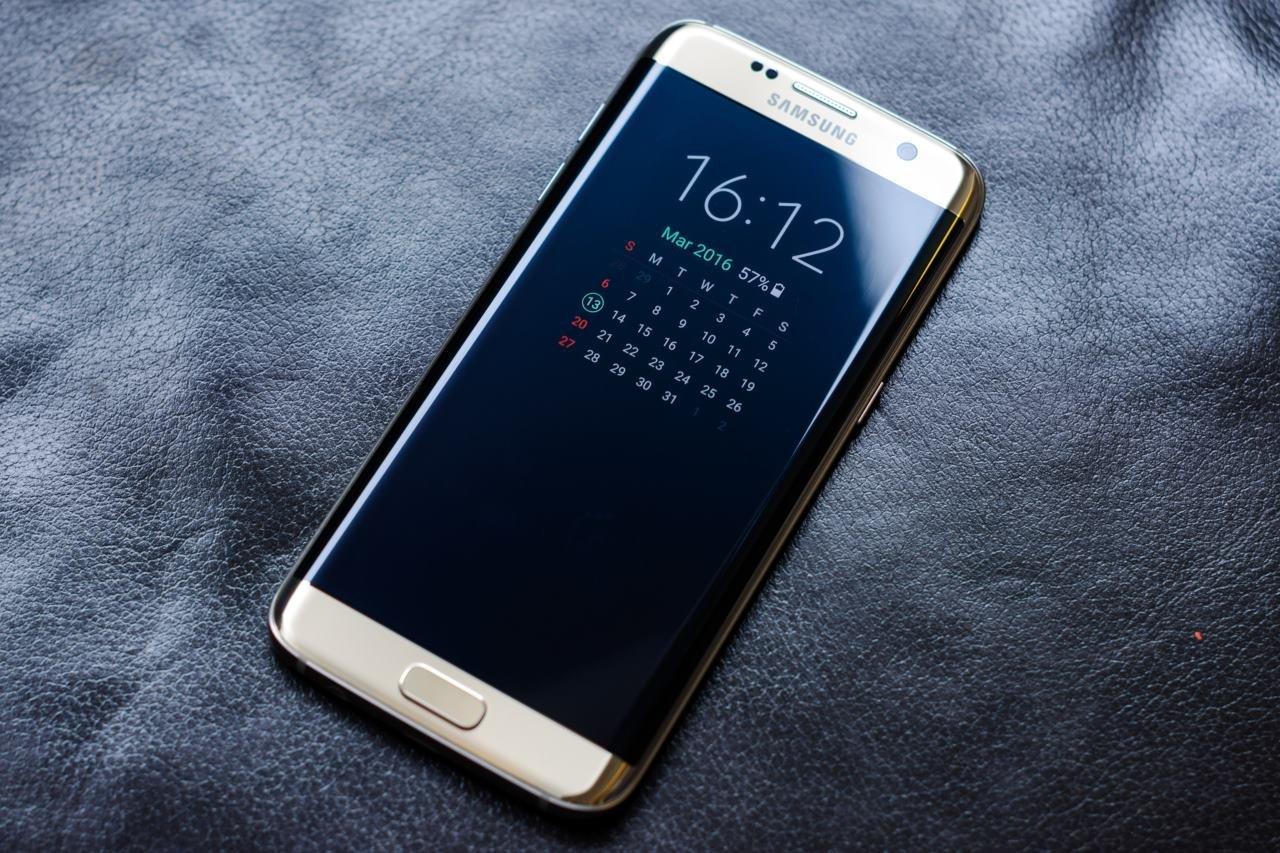Самсунг раскрыла цены нагибридный планшет Galaxy Book