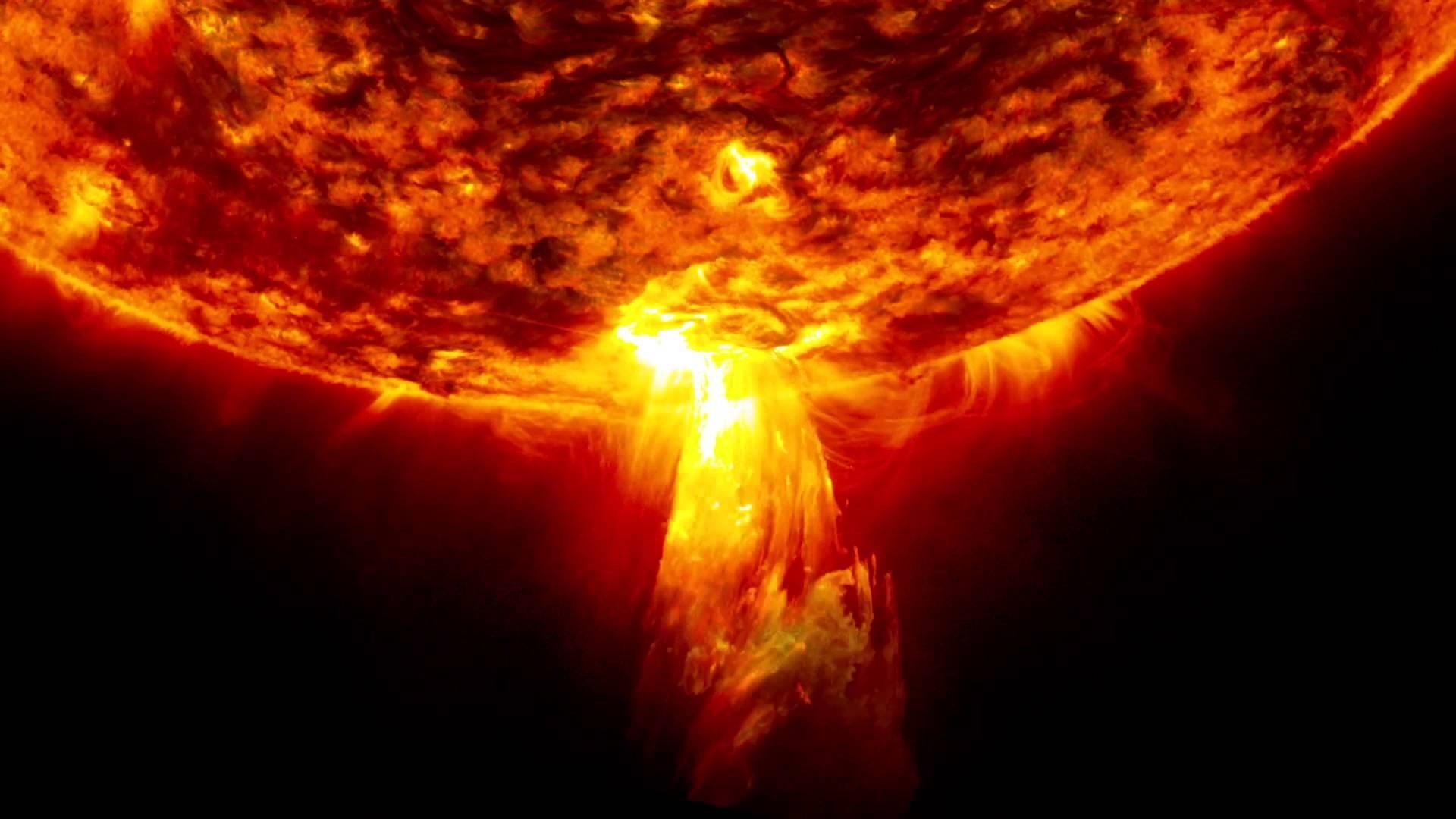 Ученые NASA зафиксировали наСолнце аномальные вспышки