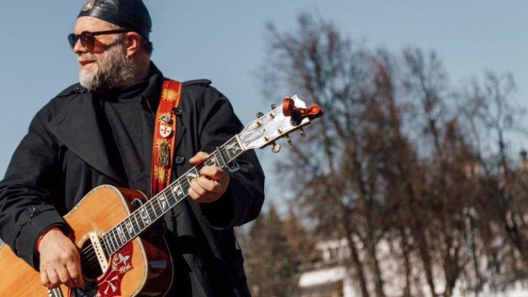 Борис Гребенщиков дал уличный концерт вгороде Орле