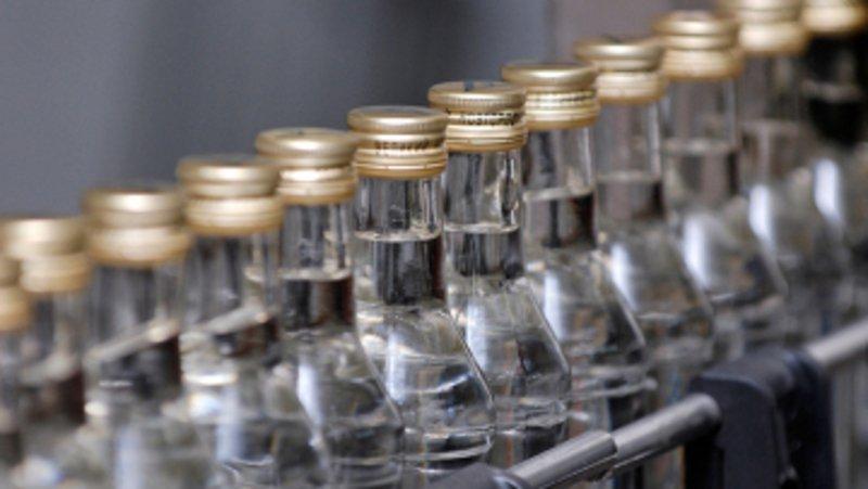 Крупную партию контрафактной водки изъяли вПскове