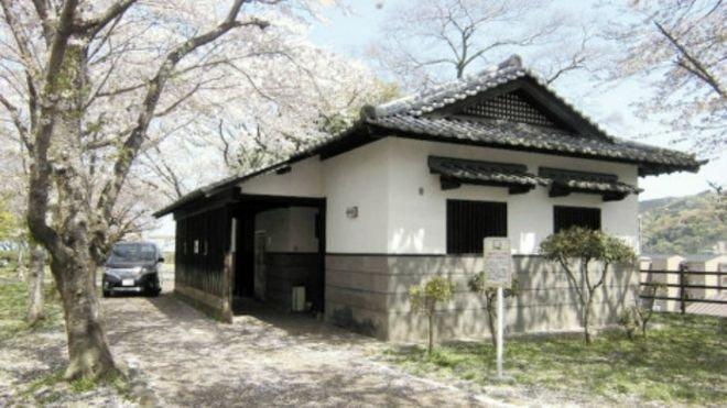Японец прожил начердаке социального туалета три года