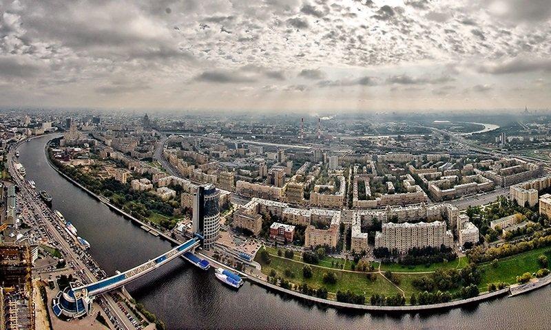 В столице предполагается сырая, ветреная итеплая погода
