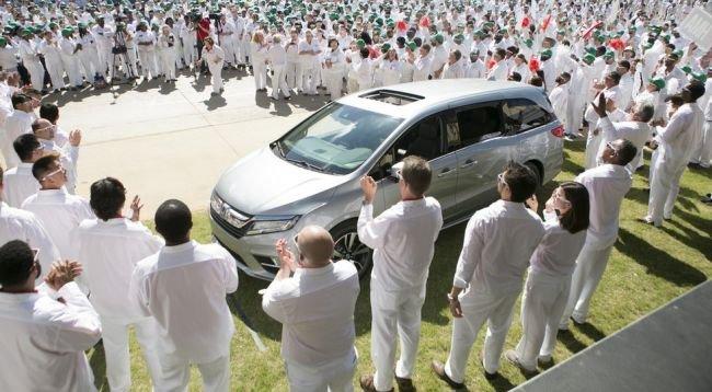 Хонда запустила серийное производство Odyssey обновленного поколения