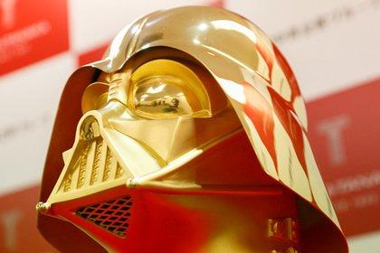 Японские ювелиры предложили золотую маску Дарта Вейдера за1,4 миллиона долларов
