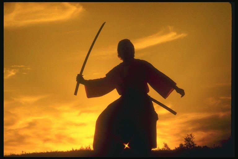 Йог изТаиланда вонзил всебя меч, чтобы обосновать свое бессмертие