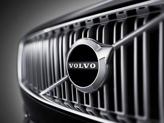 Обновленные модели Вольво: хетчбэк V20 икроссовер XC20
